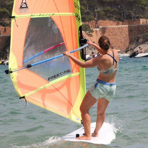 1 day windsurfing session (2 hours)